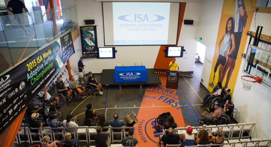 El Presidente de la ISA, Fernando Aguerre, empieza el Simposio de Surf Adaptado de la ISA. Foto: ISA/Reynolds