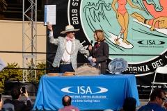 ISA President Fernando Aguerre and city council President Barbara Bry PHOTO: ISA / Chris Grant