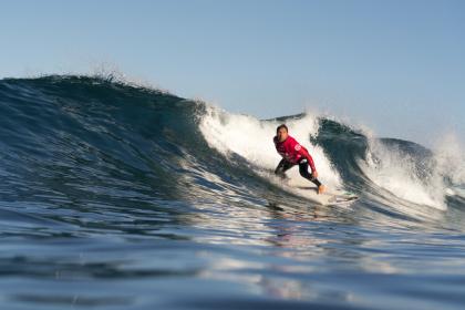 Los Mejores Surfistas Adaptados Brillan Demostrando su Talento a Nivel Mundial