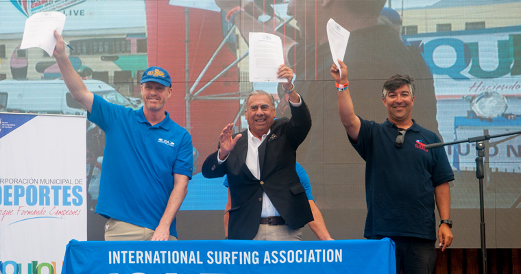 (from left to right) ISA Director General Liam Ferguson, Mayor of Iquique Jorge Soria and President of the Chilean Surfing Federation Juan Agustin Echeverria signed the contract to bring back the ISA World Bodyboard Championship in 2015 as well as to host the 2016 ISA World Masters Surfing Championship in Iquique.