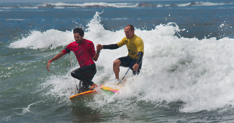 France's Gold Medalist Amaury Lavernhe and Peru's Silver Medalist Cesar Bauer showing great ISA values of sportsmanship after the final finished. Photo:ISA/Gonzalo Muñoz