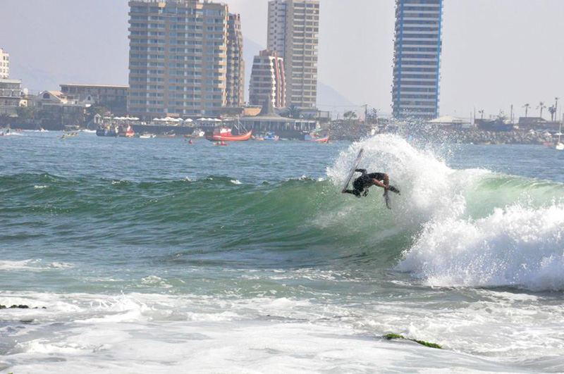 The wave at Punta 1 allows for a variety of maneuvers, from heavy barrels to big air sections. Photo: FECHSURF