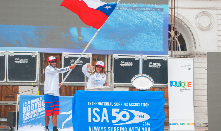 Team Chile pouring their local sand during the Sands Of The World Ceremony. Photo: ISA/Rommel Gonzales