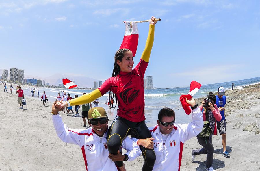 Carolina Botteri de Perú, la Medallista de Oro 2014 de Mujeres Sub-18, intentará llegar a la cima del podio de nuevo en la División de Open Mujeres en 2015. Foto: ISA/Rommel Gonzales