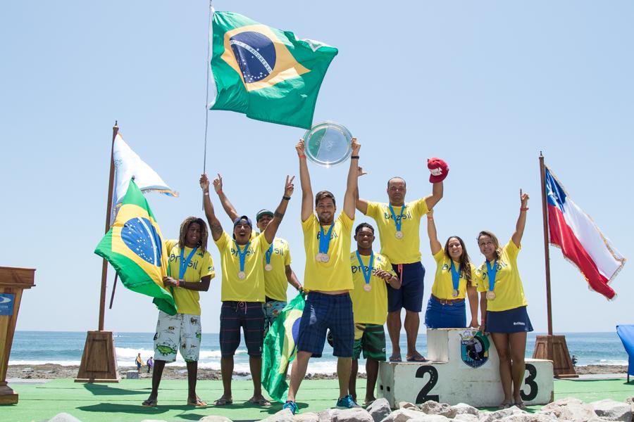 Team Brazil celebrates after winning their third ISA World Bodyboard Championship Team Gold Medal. Photo: ISA/Pablo Jimenez