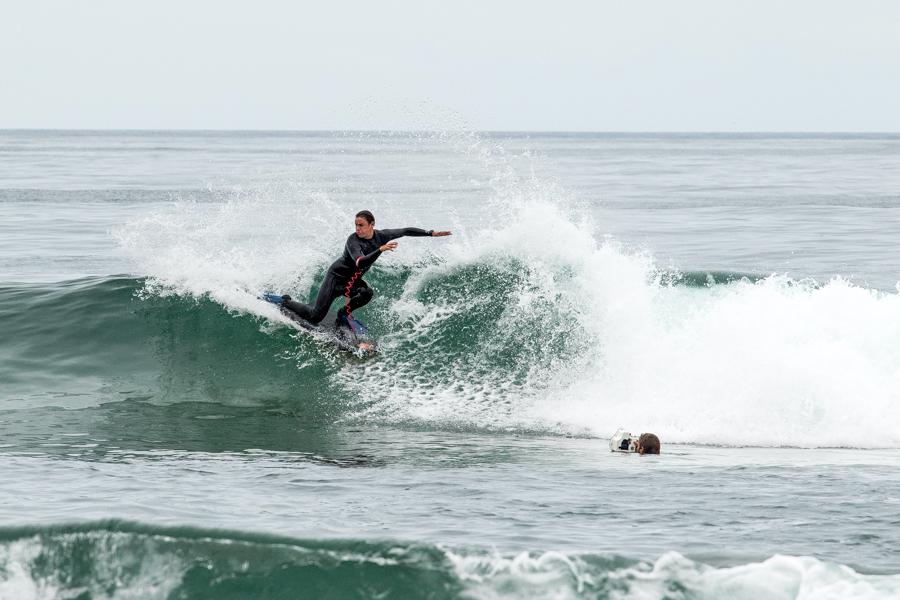 Michel Copetta del Equipo de Chile aprovecha el día de descanso para afinar sus maniobras en la Punta 1, preparándose para las olas que llegarán. Foto: ISA/Pablo Jimenez