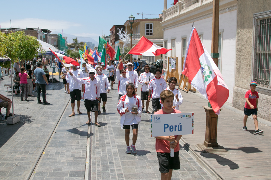All 14 nations parade through the beautiful streets of Iquique en route to the Opening Ceremony. Photo: ISA/Pablo Jimenez