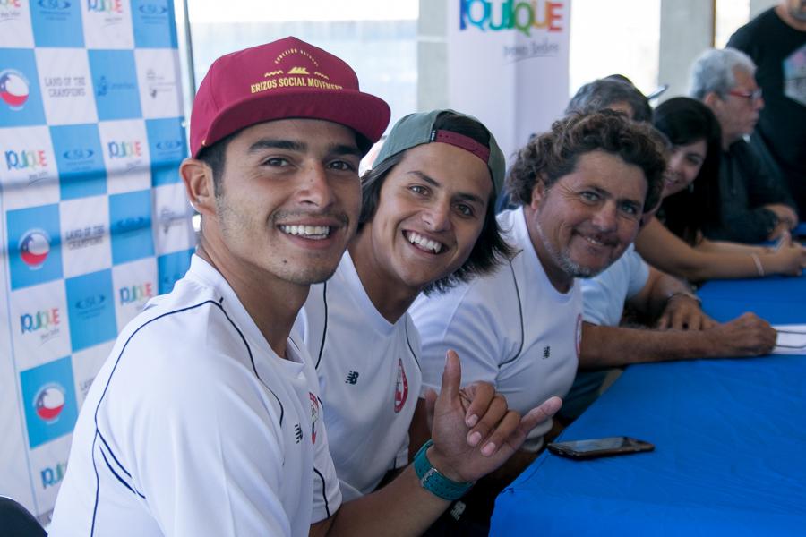 Los miembros del Equipo de Chile en el panel (izquierda a derecha), Yoshua Toledo, Matías Díaz y Alex Castillo, expresan su emoción para la competencia que viene. Foto: ISA/Pablo Jimenez