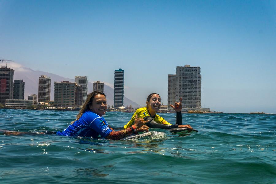 Neymara Carvalho (BRA) y Anne Cécile Lacoste (FRA) se han garantizado un lugar en el podio, yendo hacia la Gran Final de Open Mujeres. Foto: ISA/Sean Evans