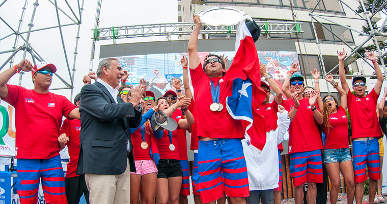 Team Chile celebrates after being crowned the 2014 Team Gold Medalist alongside Jorge Soria, the Mayor of Iquique. Photo: ISA/Rommel Gonzales