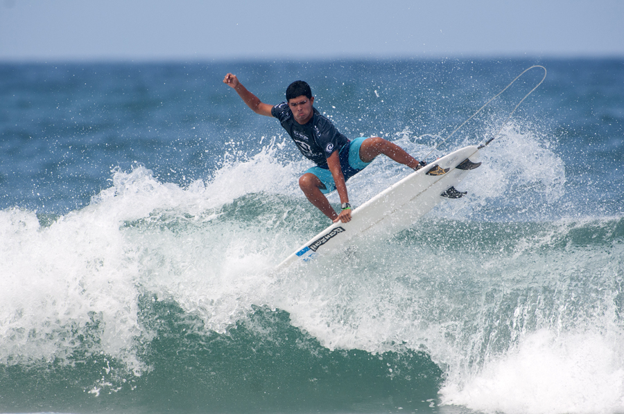 Guatemala's Mario Vega will surf in the Repechage tomorrow to keep his World Junior Champion title campaigns alive. Photo: ISA/Rommel Gonzales