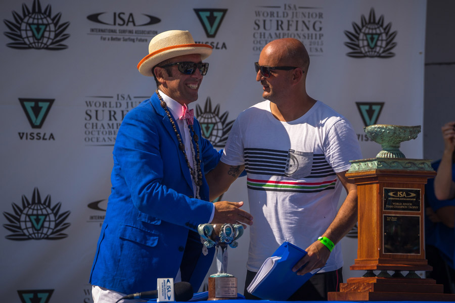 ISA President, Fernando Aguerre, embraces João Aranha, Portuguese Surfing Federation President, after signing the hosting agreement of the 2016 VISSLA ISA World Junior Surfing Championship in the Azores. Photo: ISA/Sean Evans