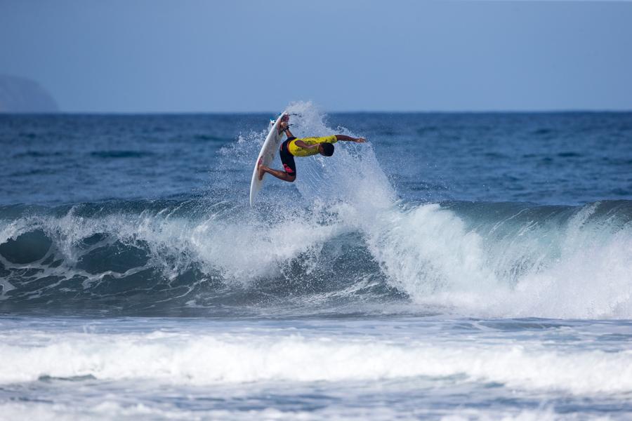 Weslley Dantas de Brasil tiene su mira puesta en ser el primer Medallista de Oro en Hombres Sub 18 de la era del Surfing Olímpico. Foto: ISA / Sean Evans