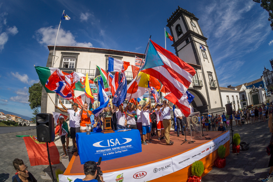 371 surfers from 39 National Surfing Teams attended the Opening Ceremony of the 2016 VISSLA ISA World Junior Surfing Championship, the first edition in the era of Olympic Surfing. Photo: ISA / Sean Evans