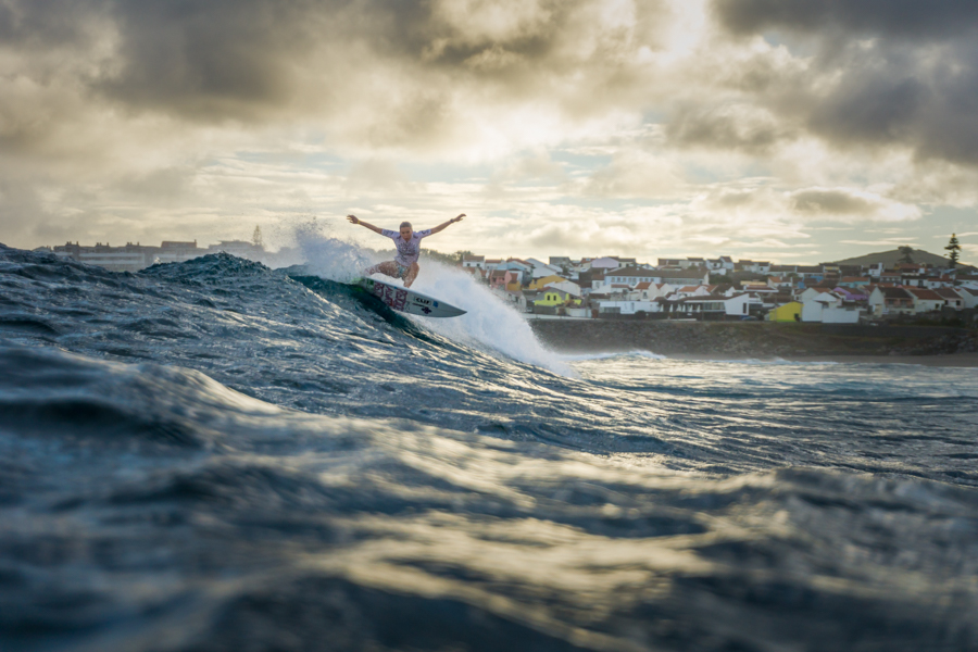 Hawaii's Zoe McDougal cruises into the Girls U-16 Quarterfinal. Photo: ISA / Sean Evans