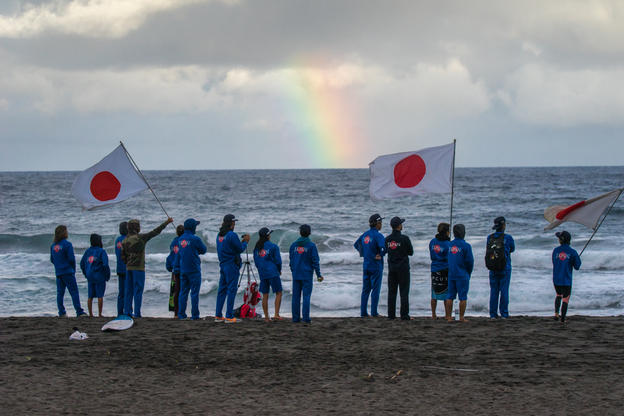 Team Japan eyes the conditions to guide their athlete in the water. Photo: ISA / Sean Evans