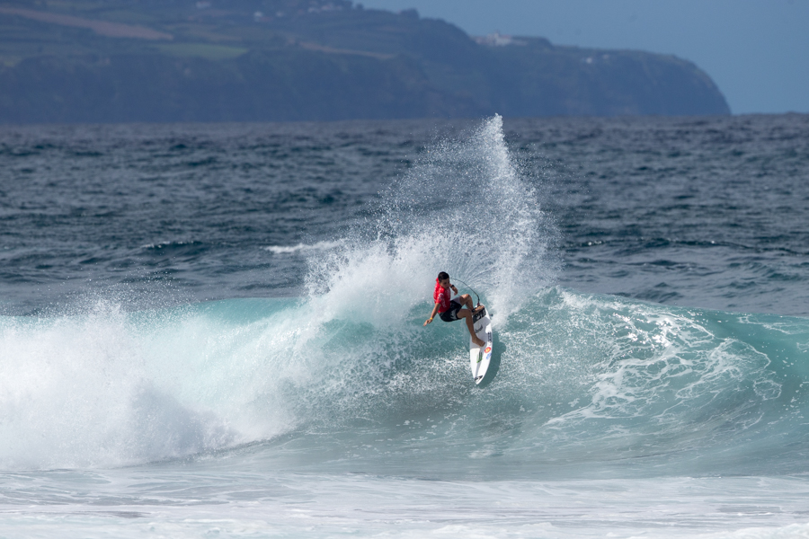 Spain's Luis Diaz takes first place in his Main Event Round 2 heat with a heat total of 9.26. Photo: ISA / Miguel Rezendes