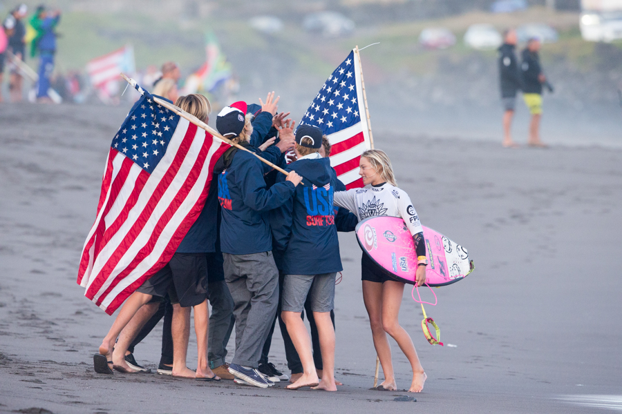 Team USA gathers to celebrate Alyssa Spencer's Repechage Round 2 victory. Photo: ISA / Miguel Rezendes