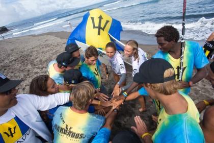 Las Chicas Entran al Agua y Brillan Durante el Día 2 del VISSLA ISA World Junior Surfing Championship 2016