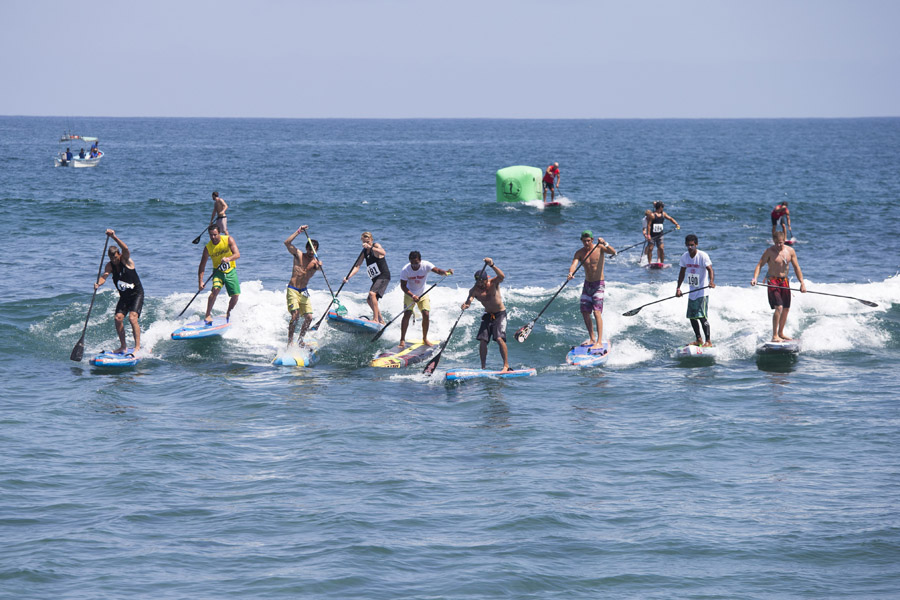 Racers head towards the beach transition portion of the course. Negotiating the shore break was crucial for success. Photo: ISA/ Ben Reed