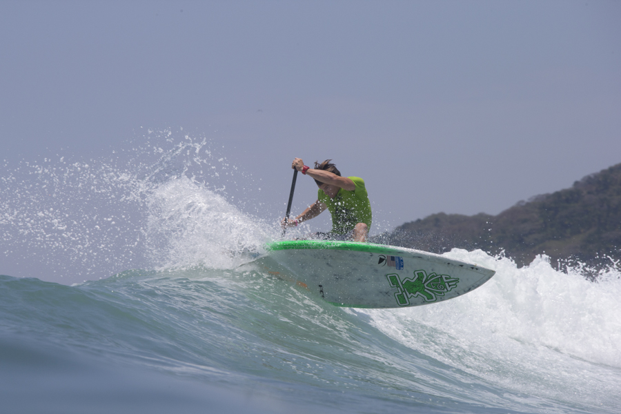 Sean Poynter creó una situación de combinación en la primera etapa de la Ronda Final ganando la segunda Medalla de Oro para el Equipo de Estados Unidos en SUP Surfing. Foto: ISA/Bielmann