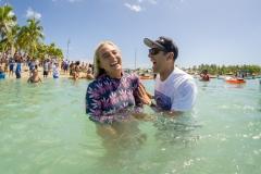 USA Izzy Gomez & ISA President Fernando Aguerre. PHOTO: ISA / Sean Evans