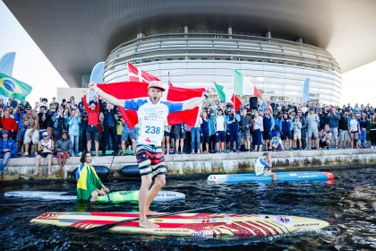 El Héroe Local Casper Steinfath Ganó el Oro en SUP Sprint Consiguiendo su Quinto Título Mundial para Dinamarca