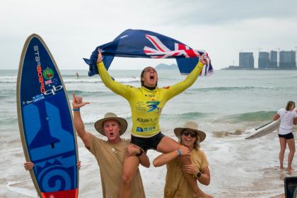 La Australiana Shakira Westdorp y el Brasileño Luis Diniz Repiten como Campeones del Mundo de SUP Surfing