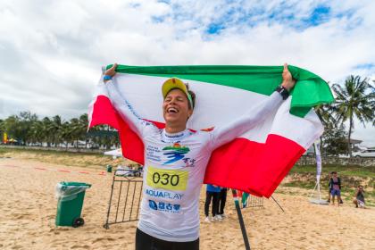 El Húngaro Daniel Hasulyo y la Estadounidense Candice Appleby Se Coronan Campeones del Mundo de SUP Carrera Técnica
