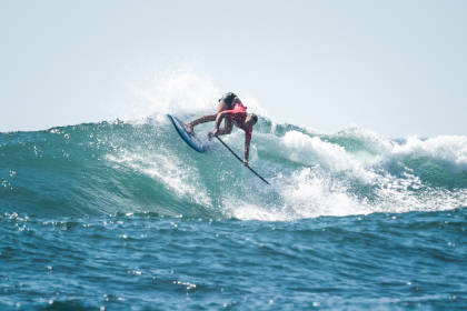 Aumento en el Oleaje Resulta en Poderosas Presentaciones para el SUP Surfing en El Sunzal