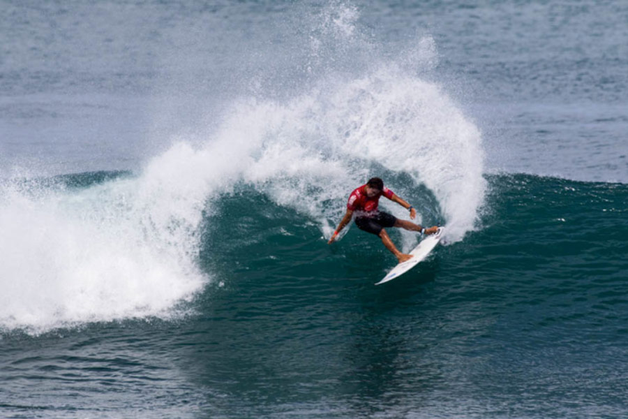 2013 ISA Scholarship Recipient, Jackson Obando, executes a stylish turn in his Repechage Round 1 heat win. Photo: ISA/Dave Nelson