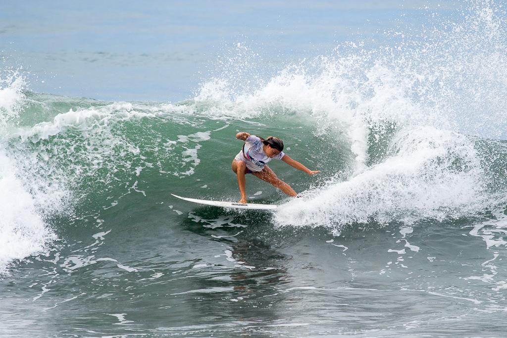 Tia Blanco de Estados Unidos continúa con su poderoso surfing y avanzó a las Semifinales del Evento Principal de Open Mujeres. Foto: ISA / Pablo Jiménez