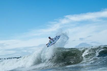 Las Series de Repechaje Continúan Reduciendo Atletas en el Día 4 del INS ISA World Surfing Games 2016