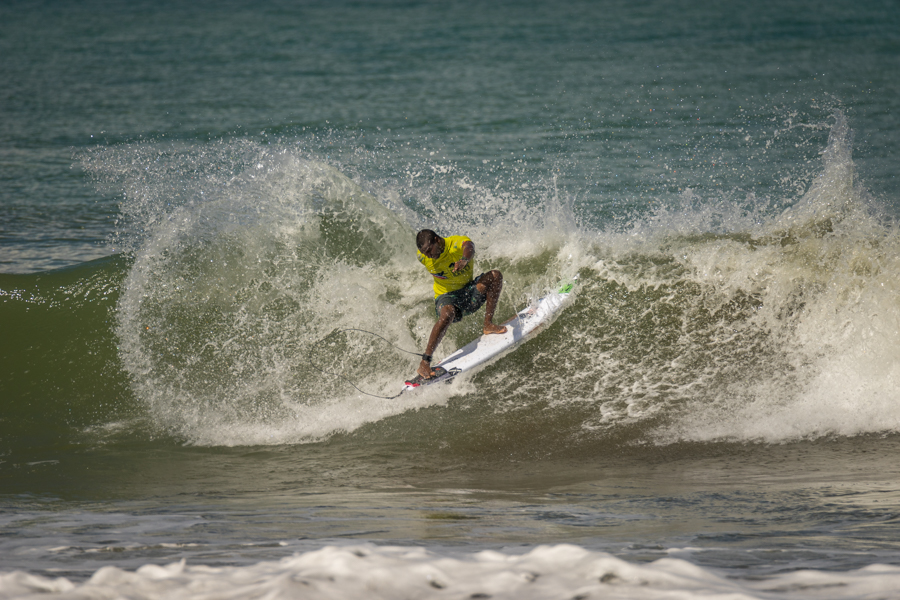 Venezuela's Francisco Bellorin cruises through his Round 1 heat to stay alive in the Main Event. Photo: ISA / Sean Evans