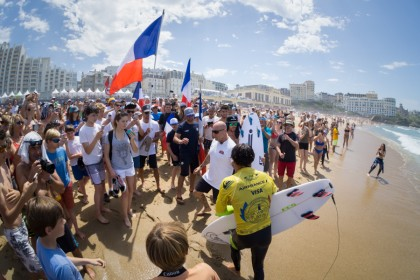 El Equipo de Francia Mantiene el Liderato en la Recta Final del ISA World Surfing Games